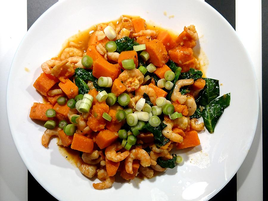 Süßkartoffeln mit Spinat und Flusskrebsfleisch