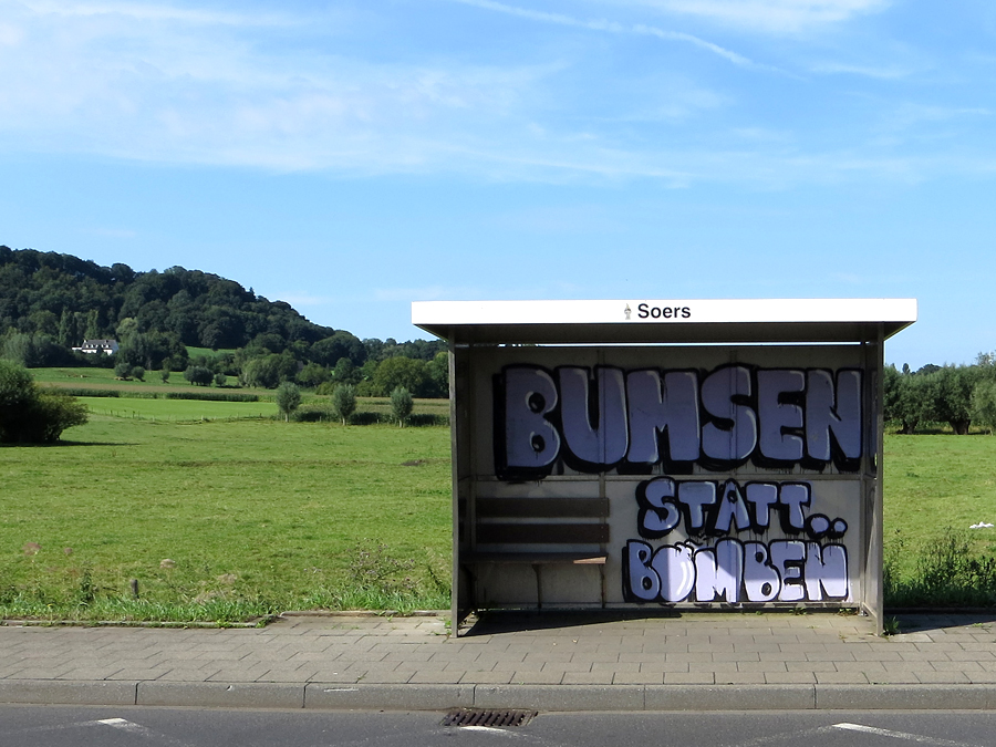 """Bumsen statt Bomben"""